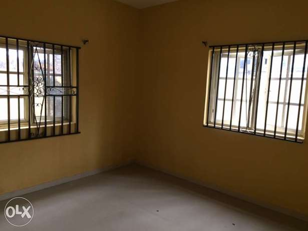 Clean 2bedroom flat to let in Osapa London Lekki - image 3