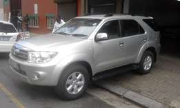 Toyota fortuner 3.0 D4D automatic silver in color 2010 model 152000km
