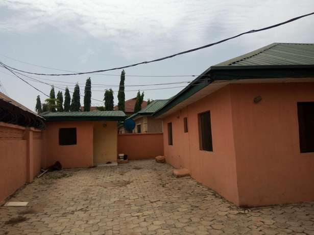 1,3 unit of 3 and 2 bedroom Bungalow at Fha Lugbe Lugbe - image 2