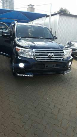 Toyota Landcruiser AXG 2008 face-lifted to 2014 Full Spec Nairobi CBD - image 2