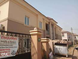 Tastefully finished serviced 2 bedroom flat in Thuja Vile Estate Wuye