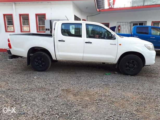 Toyota Hilux Double Cab, Year 2011, white, Engine 2500cc Diesel, Manua Hurlingham - image 5