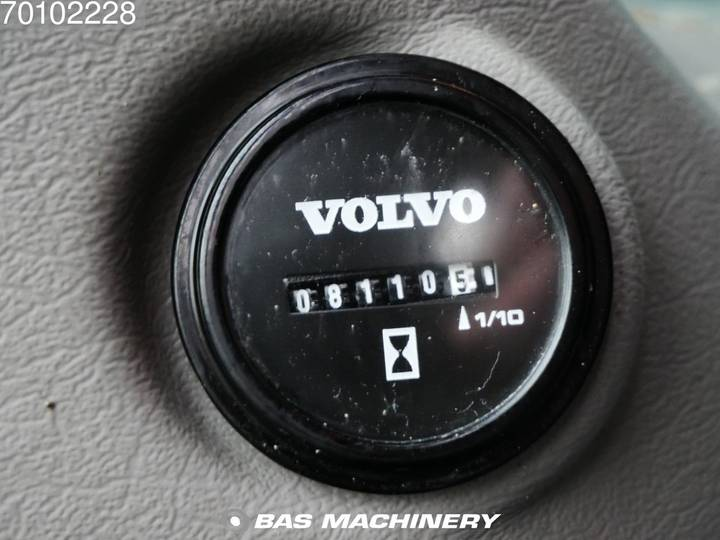 Volvo EC240C L Low hours - 2012 - image 16