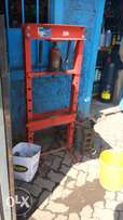 BURGAIN: 20 Ton Hydraulic Press - Heavy duty