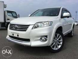 Toyota Vanguard pearl white colour 2010 model excellent condition