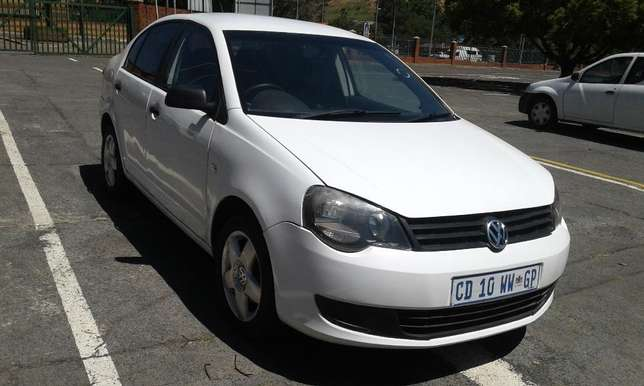Polo 1.6 very clean and low mileage Johannesburg CBD - image 4