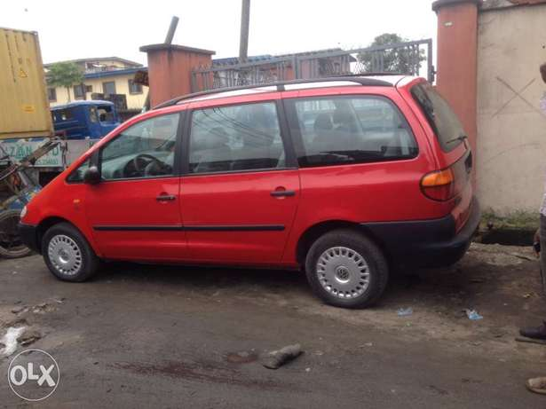 very clean first body Volkswagen sharan full option with A/C chilling Apapa - image 3
