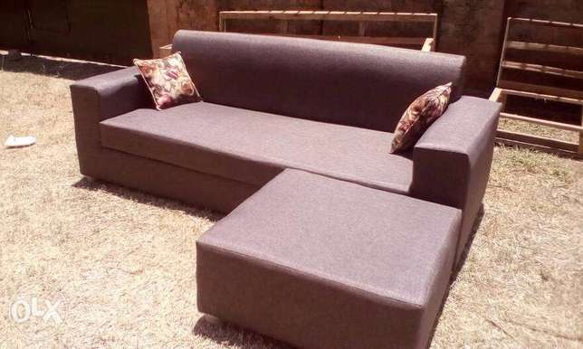 Tim Tim Box sofa/sofas/sofa Sets With Center Pouf Ugsh. 400,000/-only Kampala - image 2
