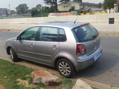 Silver 2009 Volkswagen Polo 1.6 Comfortline Automatic For Sale Johannesburg - image 5