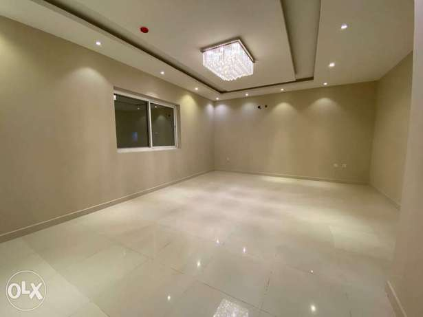 Brand new & Spacious 4 BHK apartment with 2 kitchens - in Arad
