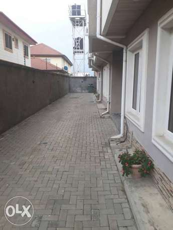Clean and spacious 2bed service flat in U3 estate lekki right to let Lekki Phase 1 - image 7