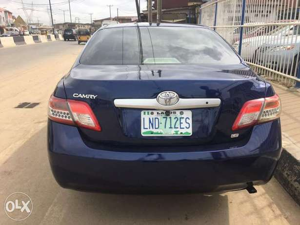 Super clean 2008 naija used Toyota Camry LE for 1.9m Lagos Mainland - image 4