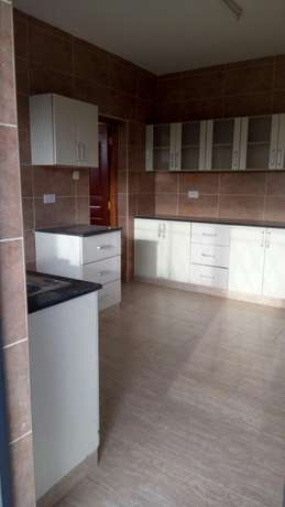 Lovely, Spacious and Executive 3 Bedroom Master Ensuite To Let Parklands - image 2