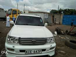 Land cruiser V8 auto 4700cc KCE year 2006 at 3.5m