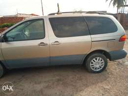 Very cleanToyota Sienna(tokunbo)for sale