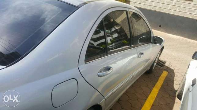 Mercedes Benz C200 for 1.2m . quick sale Muthini Estate - image 5