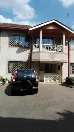 Comfort consult, 4brs townhouse with dsq and very secure Kileleshwa - image 1