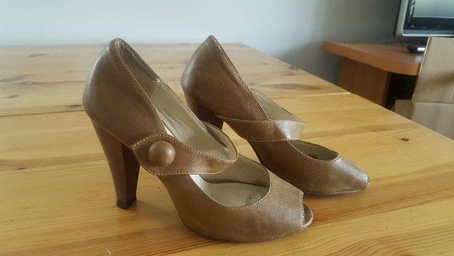 0d49a15e02fb4 buty na grubym dobcasie czółenka bez palców brązowe ATMOSPHERE Warszawa -  image 2