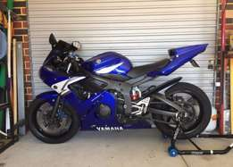 04 Yamaha r6 600cc for sale needs to go asap beautiful bike
