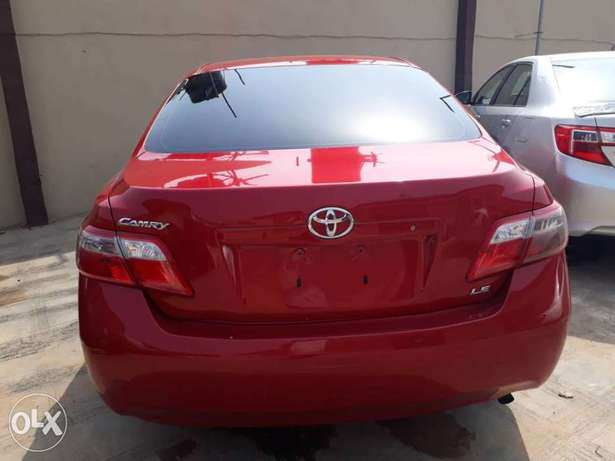 Mint Tomato Red 2008 Toyota Camry LE with neat leather & custom alloys Abule Egba - image 4