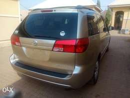 Direct tokunbo Toyota sienna