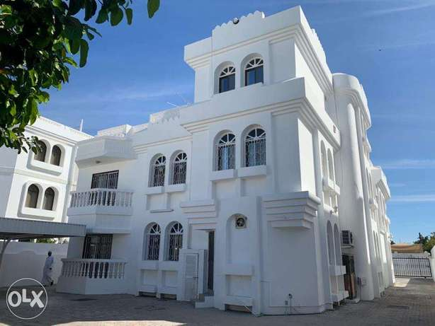 8 BR Large Villa in Shatti Al Qurum