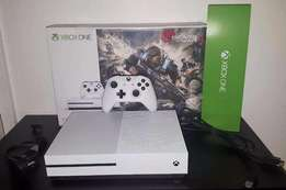 Xbox one 500GB with two controllers and five games