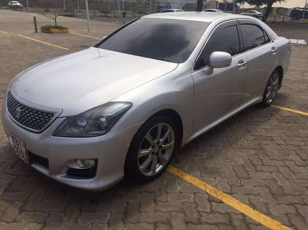 Toyota Crown Athlete In Excellent condition Nairobi West - image 6