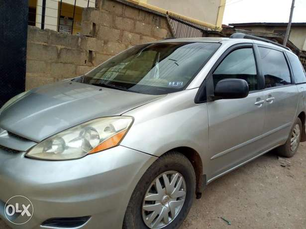 A very clean 2006 Toyota Sienna XLE Osogbo - image 2