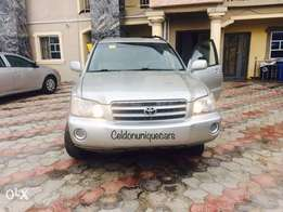 Just in from Ontario Canada Tokunbo Toyota Highlander 2004 model avail