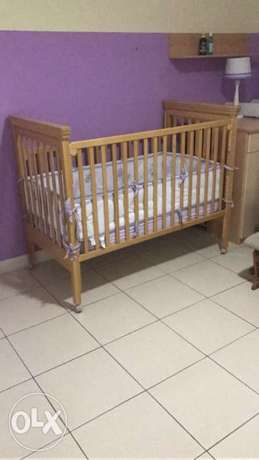Brand new baby bed with changing table for sale,excellent condition