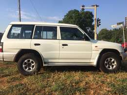 Pajero 2,8 L 4x4 manual.