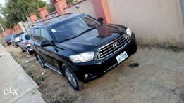 Extremely clean used toyota highlander 2010 not negotiable!
