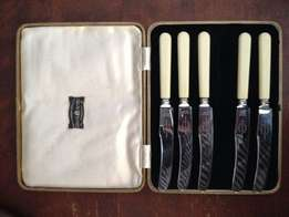 Set of silver plated Viners Ltd. Sheffield knifes