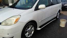 Toyota Sienna XLE (2005) Full Option