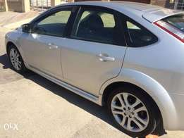 Silver Ford Focus 2012 2Ls