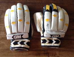 Gunn and Moore Maxi 505 Youth/Mens Batting Glove