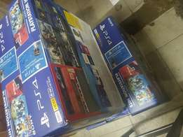 Ps4 machine plus 3 games