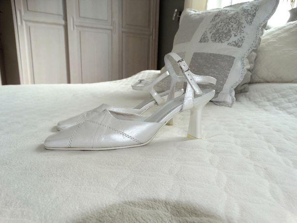 fed8ab6f Białe skórzane buty But-S ślubne, szpilki, pantofle, rozmiar 36 Kolbudy -