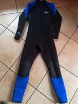 Wetsuite Reef size ML Exc cond with front zip