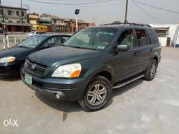 A clean and neatly used 2005 Honda pilot, leather, ac, cd, alloy, v6.