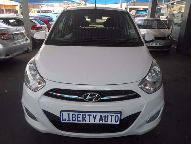 2011 Hyundai i10 1.2 Fluid 54,040km Hatch Back Manual Gear Electric Wi Johannesburg CBD - image 1