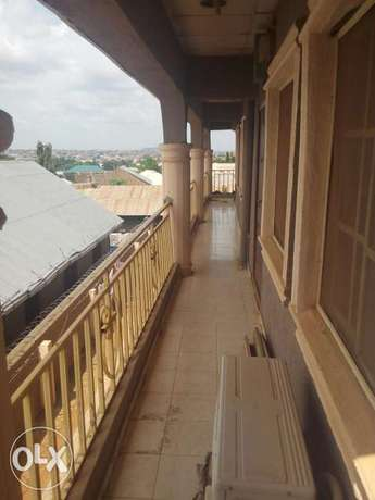 To Let: Clean 3 Bedroom Flat at IREWOLEDE area Ilorin West - image 2