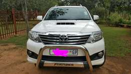 2014 Toyota Fortuner 2.5-4D Rb. Showroom condition.