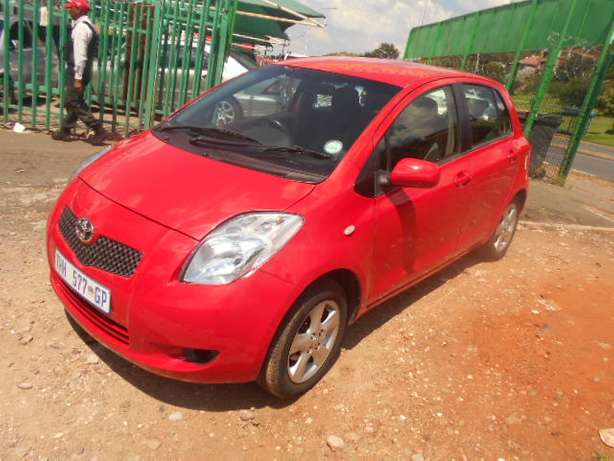 Automatic 2008 Red Toyota Yaris T3 for sale Johannesburg - image 8