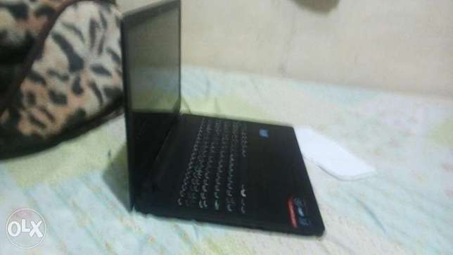 This laptop is broken and i am sell it with his new charge Kariobangi South - image 1