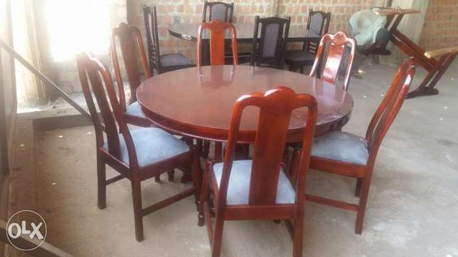 Round table 6 seaters dining table Kampala - image 1