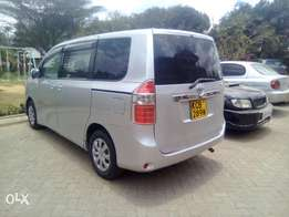 Very clean Toyota Noah 4wheel(company owned) mileage 78,000kms