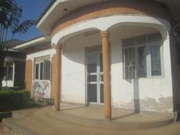 Prestigious 2 bedroom 2 baths house in kisaasi at 600k