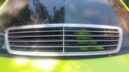 2008 Mercedes W204 Front Grill R1250!